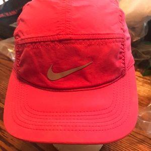Nike Ladies Ball Cap. GG-72